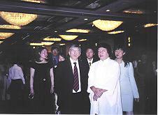 美洲国家组织邀请美参众议员 观赏义云高韵雕作品