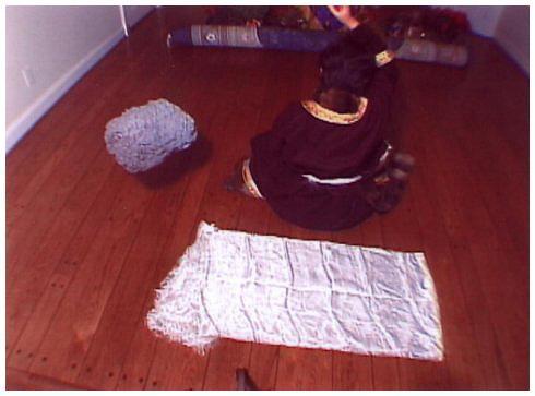 西藏女大活佛修法施展证量 430磅玛尼王石腾空飞 第1张