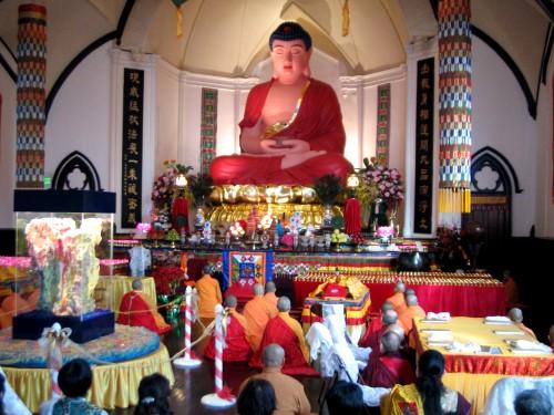 是佛陀为华藏寺开光沐浴,这仅仅是看见佛光吗? 第1张