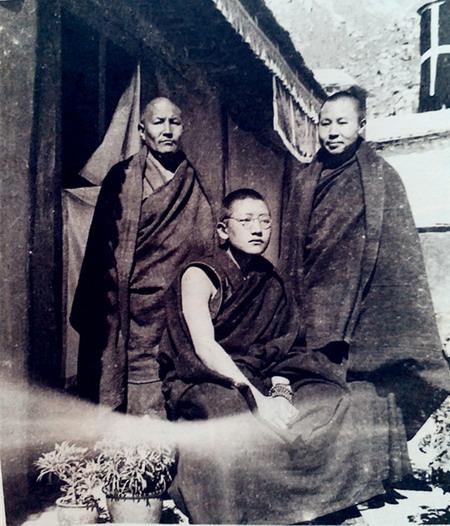 享誉世界的汉人拉然巴格西洛桑珍珠拜南无第三世多杰羌佛为师 第4张
